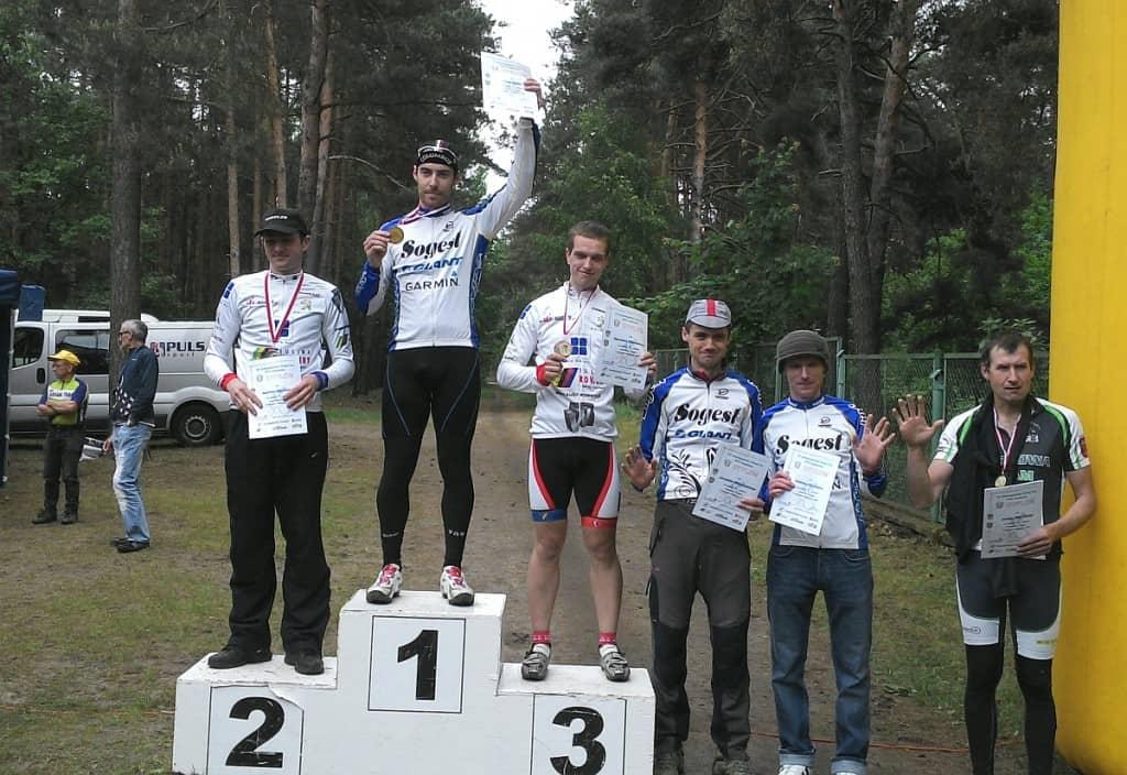 Drużyna Sogest - Rowery na podium wyścigu w Ochli, koło Zielonej Góry.