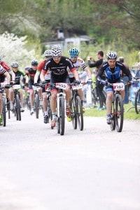 Marcin njedzie w tłumie rowerów