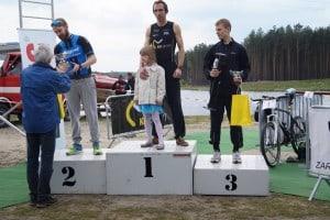 Krystian na podium, po prawej rower