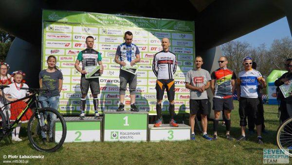 Marcin na pierwszym miejscu na podium